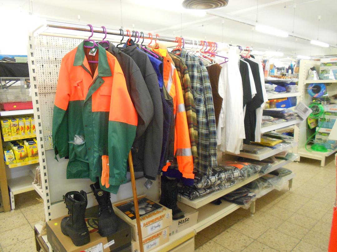 Arbeitskleidung Regal